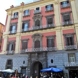 800px-Napoli_-_Palazzo_Ruffo_di_Bagnara.jpg