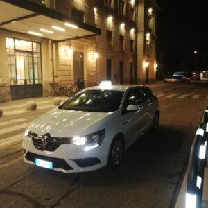 Taxi nel parcheggio della Stazione di Forlì