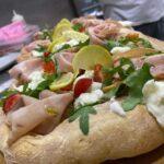 PIZZA IN PALA MORTADELLA: Base pizza, mortadella, stracciatella di bufala, rucola, granella di pistacchio, pomodorini  e glassa di limone